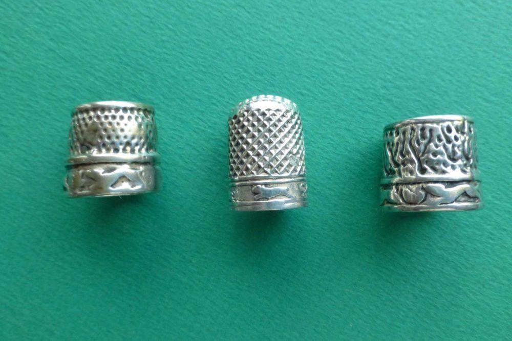 antieke zilveren vingerhoeden met rennende hondjes Blog Zilver.nl