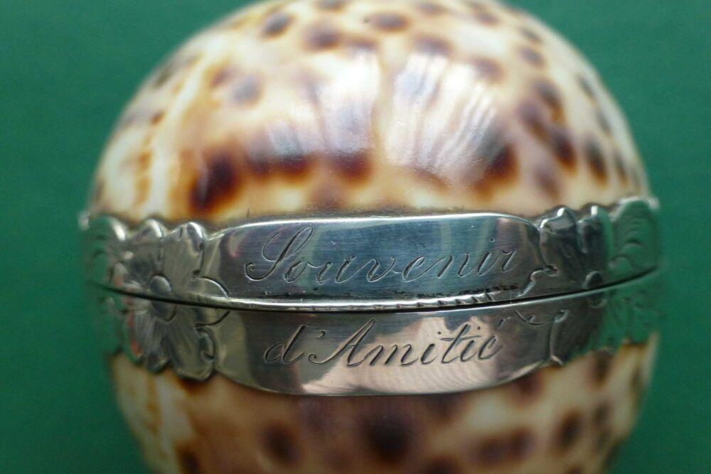 Antieke schelp met zilveren naaigerei Blog Zilver.nl
