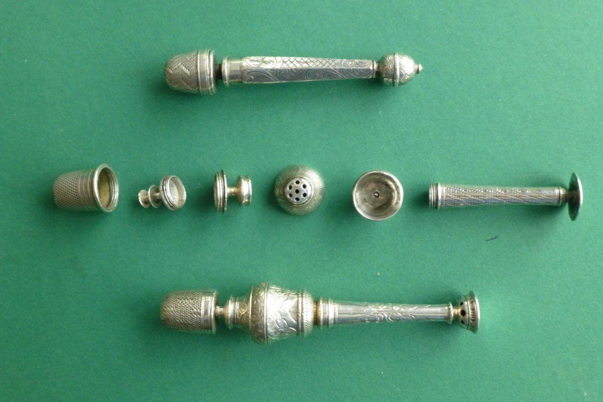zilveren compendium antiek met vingerhoed