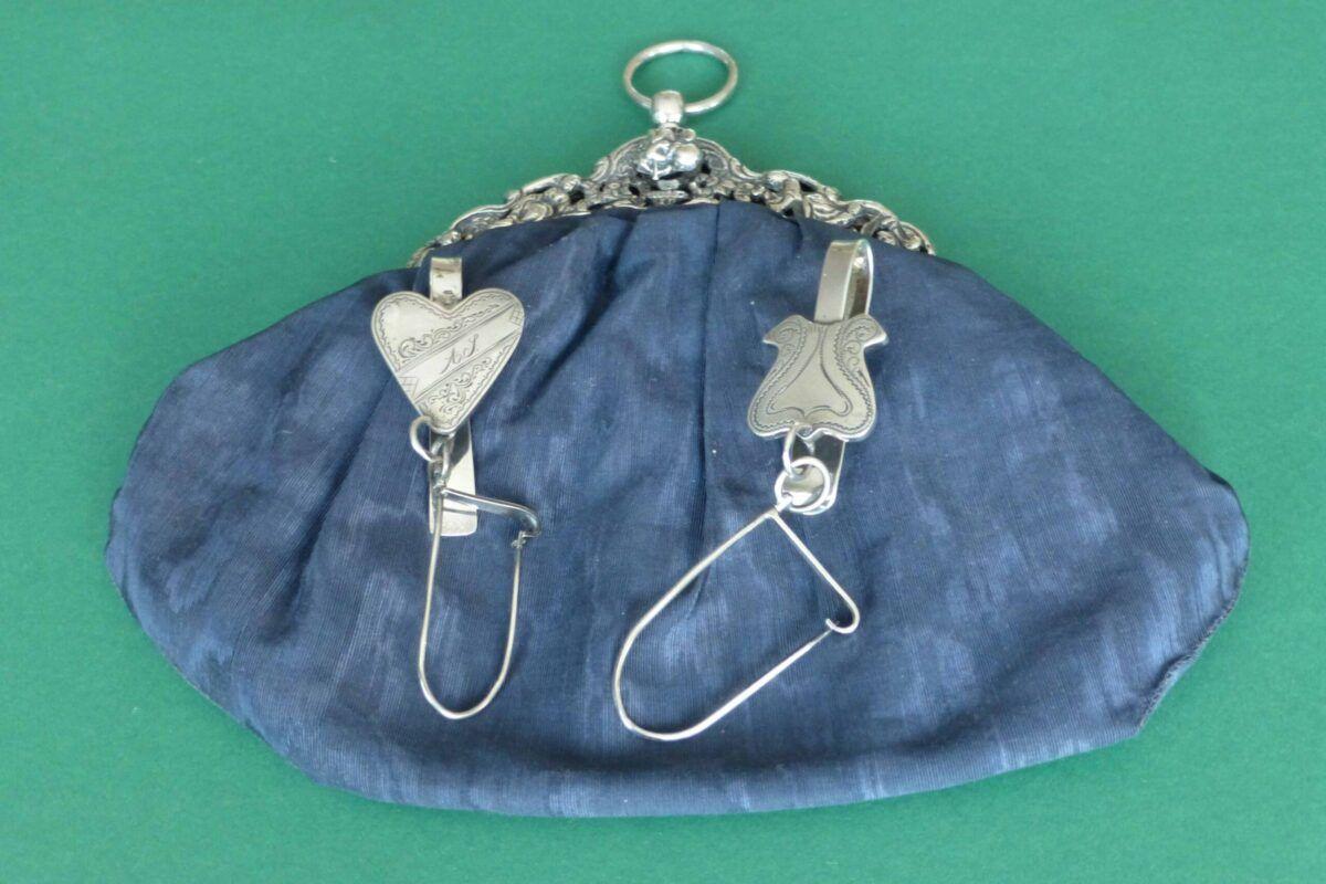 Antieke zilveren tasbeugel met kluwenhouder Blog Zilver.nl