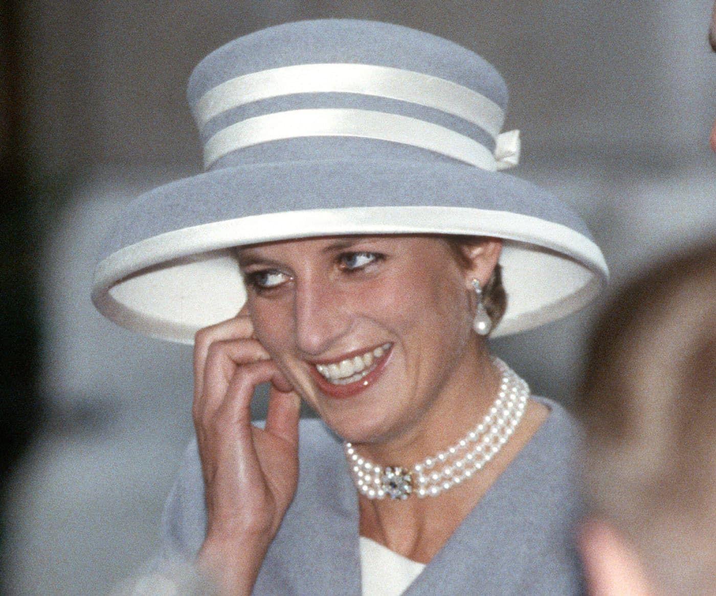 Lady Diana met een dog collar collier Blog Zilver.nl