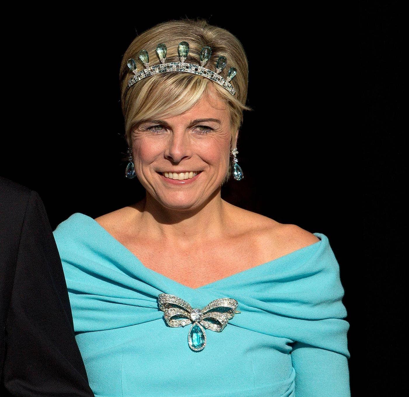 Prinses Laurentien met de strikbroche met de aquamarijn van Anna Paulowna Blog Zilver.nl