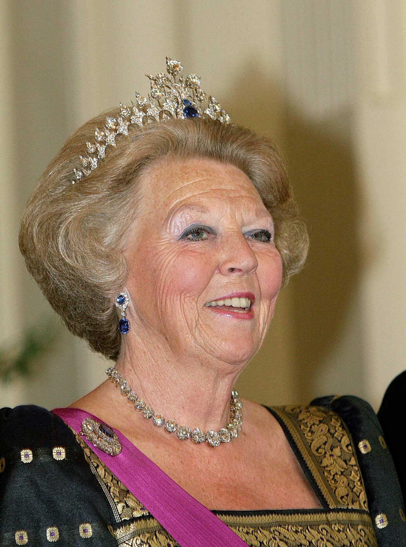 Koningin Beatrix met het saffier diadeem Blog Zilver.nl