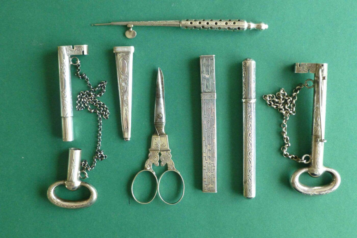 Antiek zilver naaigerei naaldenkokers naaldensleutels borduurscharen Blog Zilver.nl