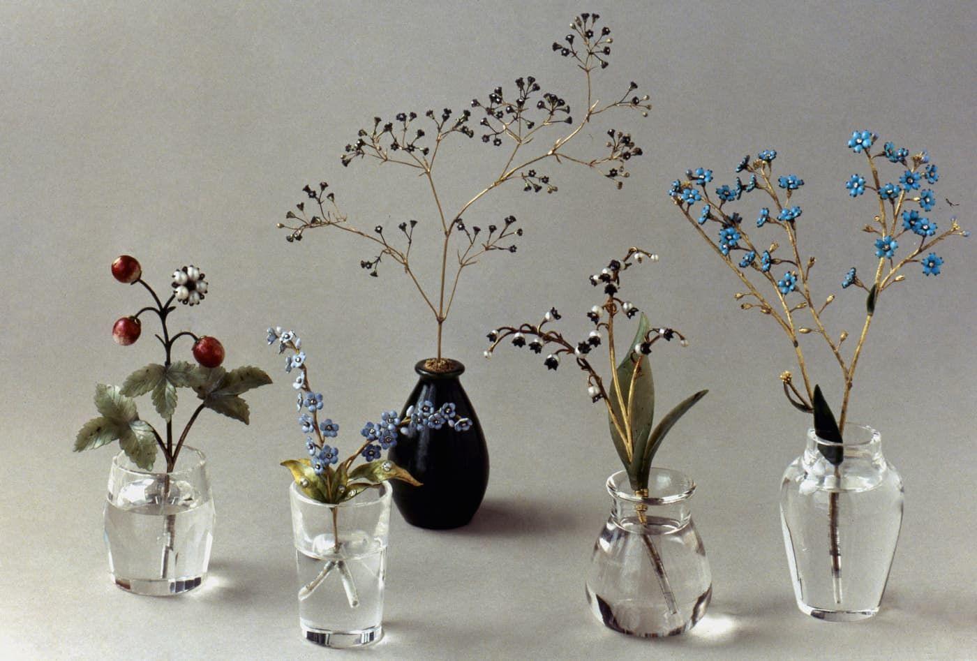 Bloemenvaasjes van Fabergé bloemen van goud met edelstenen Blog Zilver.nl