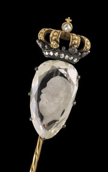Dasspeld met een in diamant gegraveerd portret van Willem III
