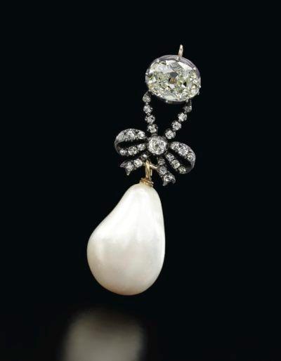 Gouden hanger met een natuurlijk parel van Marie Antoinette