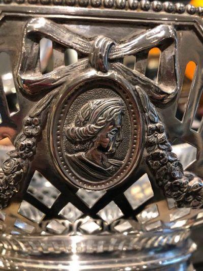 Medaillons versiering op zilverwerk Zilver.nl