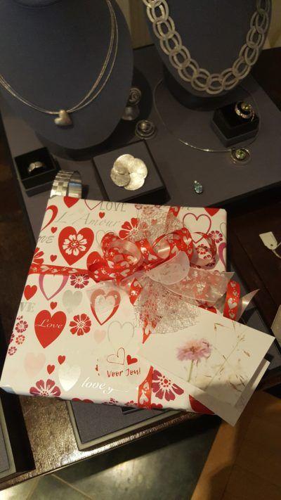 inpakservice Love papier bij Zilver.nl