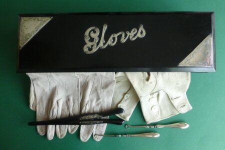 Handschoenendoosje met handschoenoprekkers Blog Zilver.nl