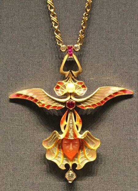 Beeldschone hanger van Lalique Blog Zilver.nl