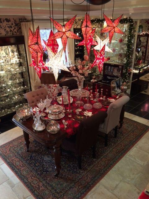Gedekte Kersttafel met zilver en sterren