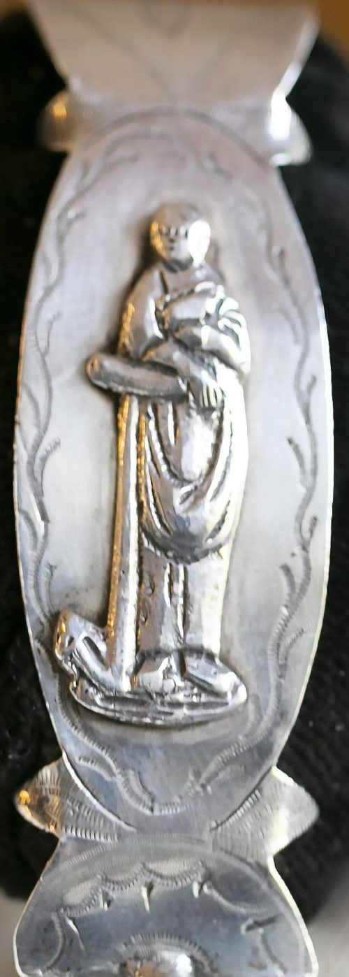 afbeelding van de hoop op zilver een vrouw met een anker Zilver.nl