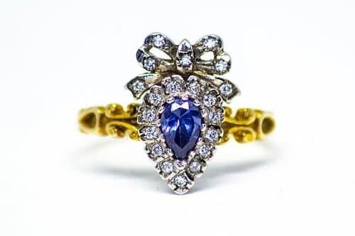 Victoriaanse gouden verlovingsring saffier diamant Blog Zilver.nl