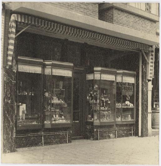 de nieuwe winkel van Vet & Zoon zilversmeden te Zaandam aan de Gedempte gracht
