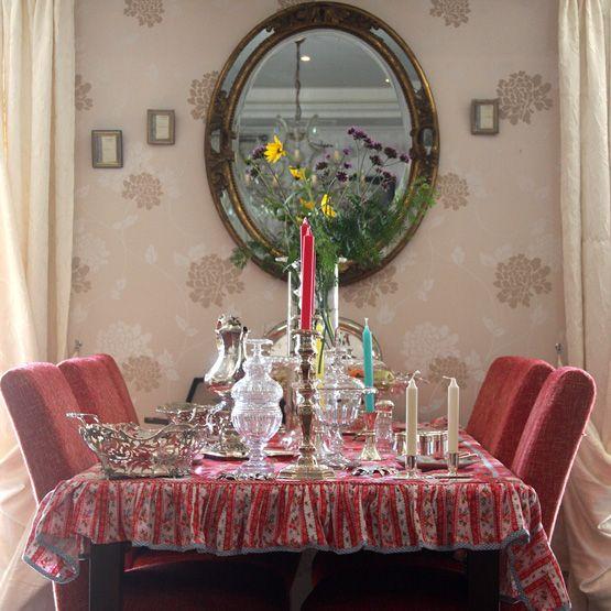 Gedekte tafel met antiek zilver en kristal