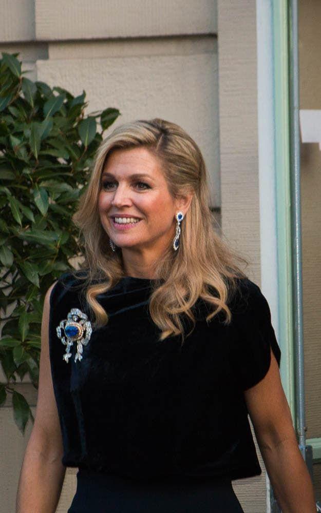 Koningin Maxima met de grote strikbroche van Koningin Emma Blog Zilver.nl