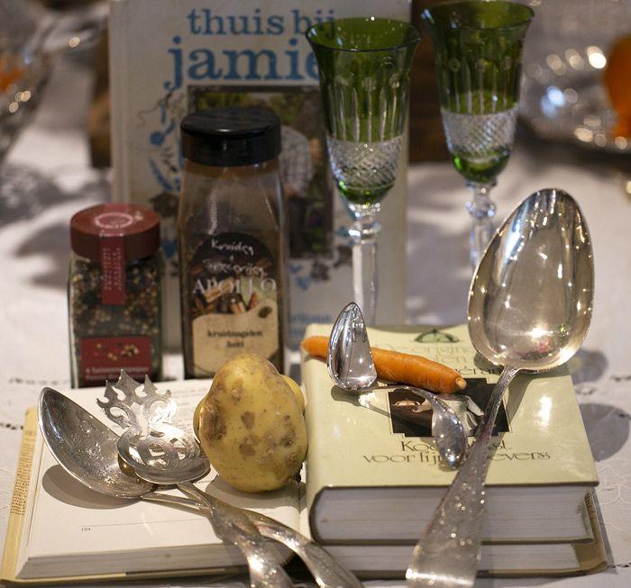 antiek zilver schepwerk, kookboeken en recepten