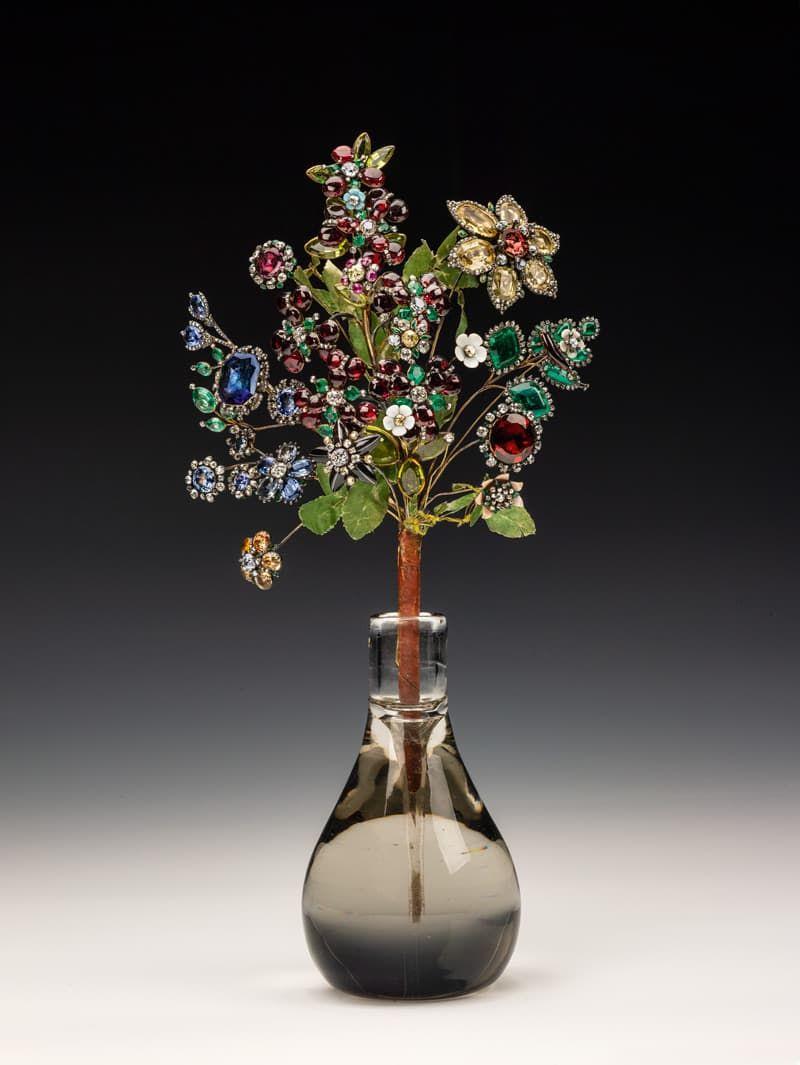 Gouden broche met achthonderd diamanten en kleurstenen omstreeks 1760 vervaardigd door Jeremie Pauzié, de juwelier van drie tsarina's en waarschijnlijk vervaardigd voor tsarina Elizabeth