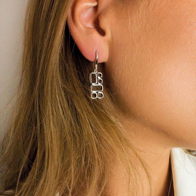 Gouden oorhanger ontworpen door Mart Visser voor Zinzi